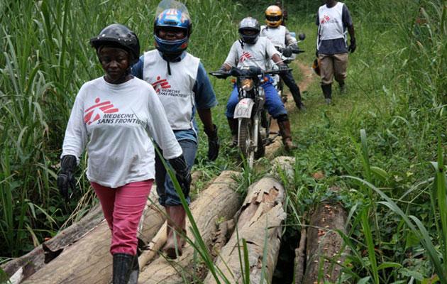 Vi når blandt andet ud til øde områder i DR Congo på motorcykler. Så kan vi lægehjælp.